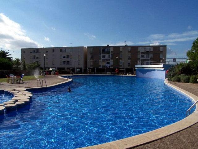 Hist ria de gav mar apartaments pine beach 1963 for Piscina gava
