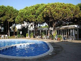 Historia de gav mar apartamentos pine beach 1963 for Piscina gava